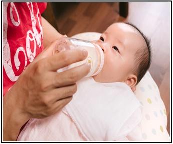 赤ちゃん、粉ミルク